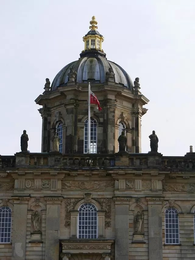 castle howard dome outside.