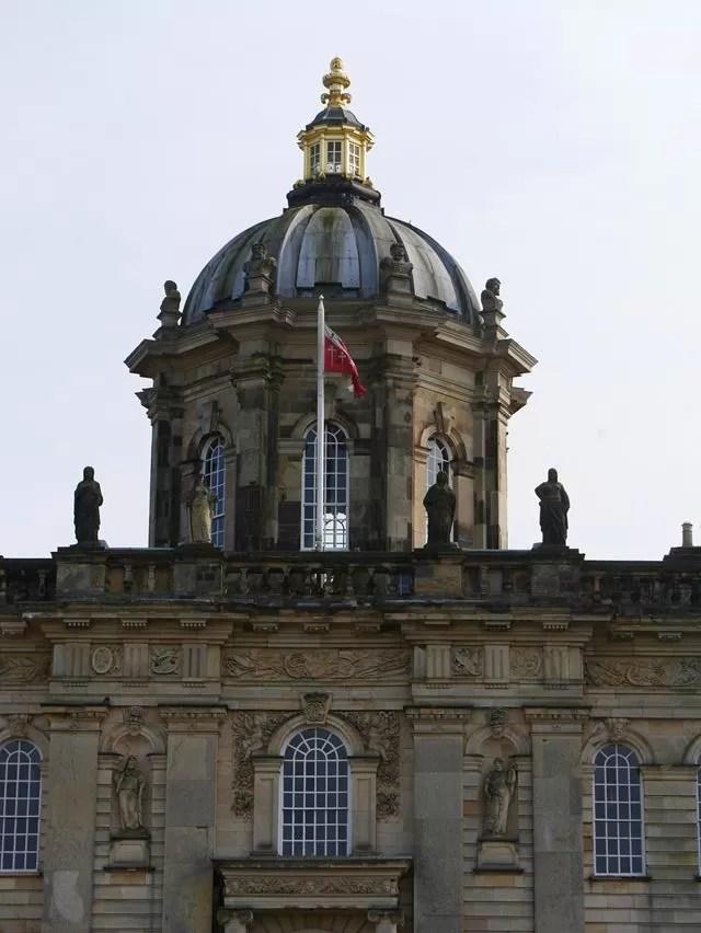 castle howard dome outside.