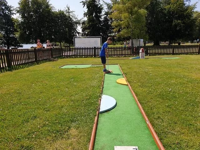 crazy golf at cotswold country park