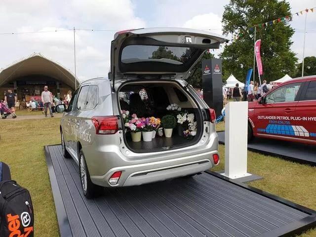 floral mitsublishi vehicle