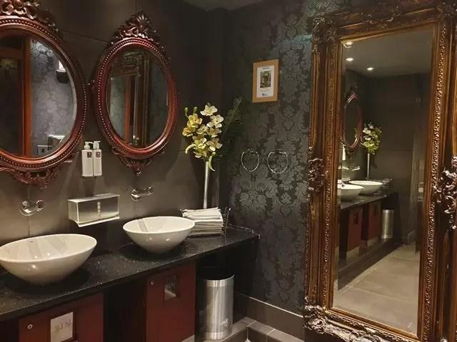 bathrooms at low wood bay