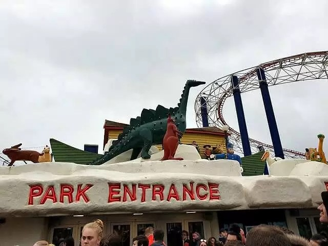 entrance to blackpool pleasure beach dinosaurs