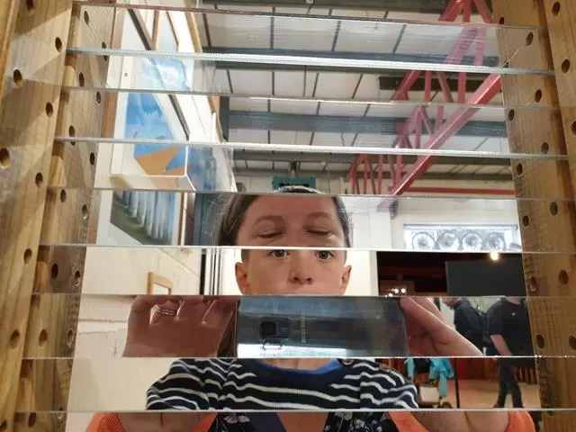 mirror strips illusion