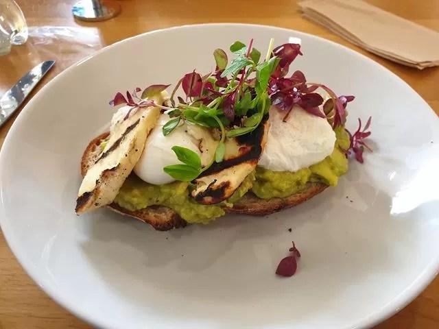 avocado and poached eggs on sourdough with halloumi