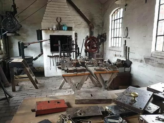 locksmith's workshop