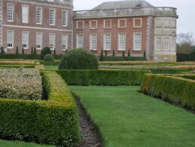 looking at wimpole house from the garden parterre
