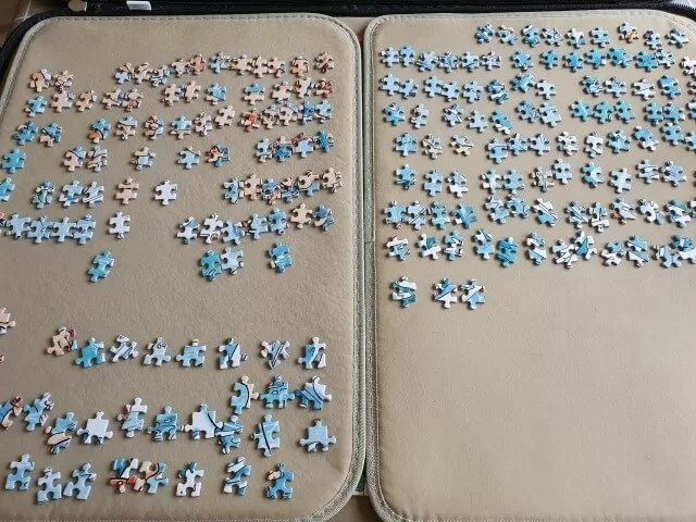 jigsaw pieces sorted by shape