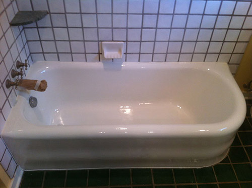 "How to Refinish or ""Reglaze"" a Bathtub"