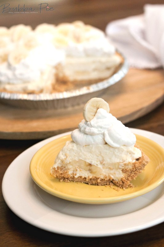 This No Bake Banana Cream Pie Recipe is quick and easy to make.