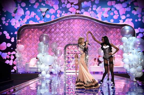 2014-Victoria-Secret-Fashion-Show-Taylor-Maria-Borges