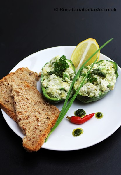 salata de avocado reteta culinara