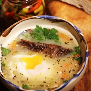 Ciorba de oua cu afumatura. Sau chiar bors de oua.
