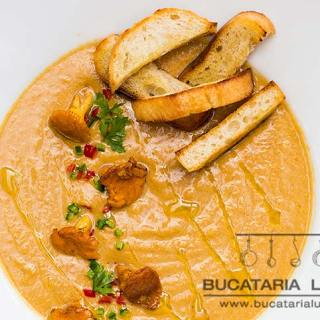 Supa crema de ciuperci cu urechiuse sau galbiori.