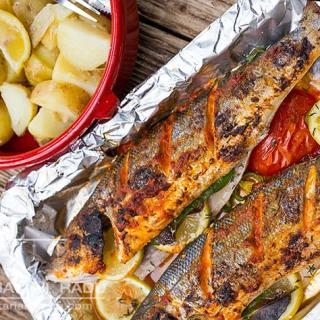 Biban de mare cu arome mediteraneene la grill.