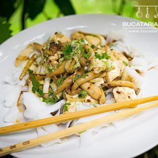 Stir fry cu tofu si ciuperci. O reteta vegetariana simpla si usoara.