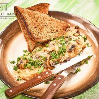 reteta omleta cu ciuperci si branza