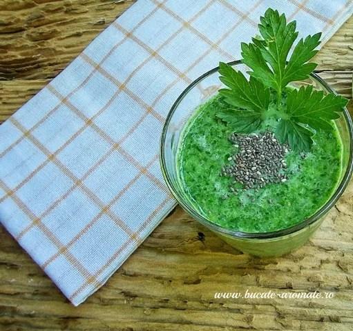 Smoothie cu spanac şi seminţe de chia