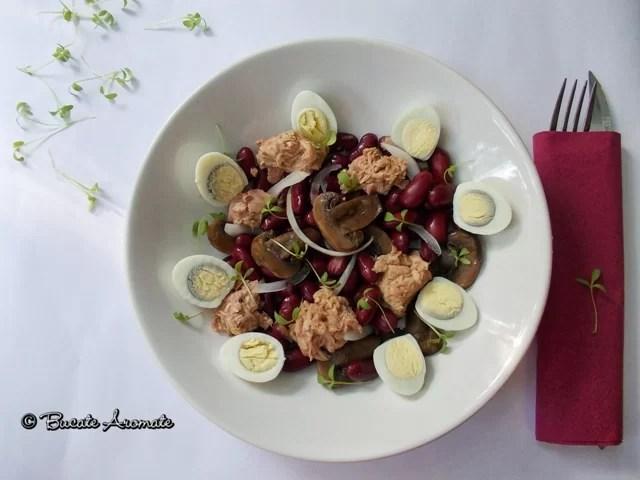 Salată cu fasole roşie, ton şi ouă de prepeliţă