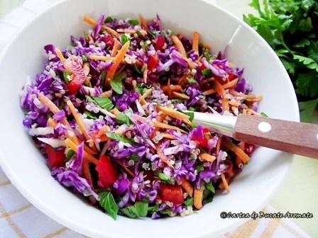 Salată de varză roşie cu quinoa