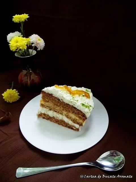 Tort cu morcovi (carrot cake)