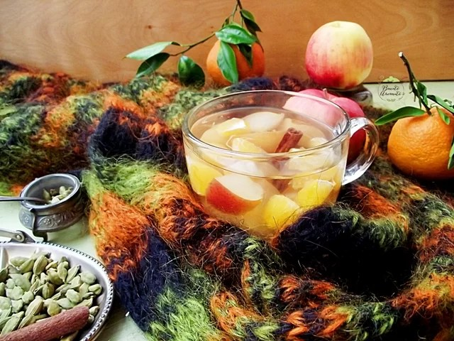 Compot cald de mere cu cardamom