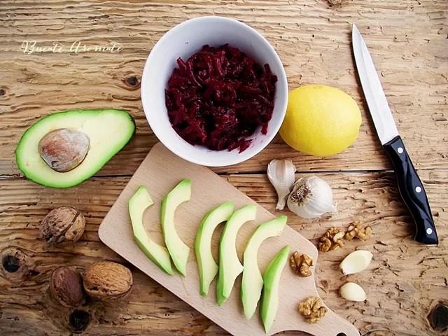 Pastă de avocado cu sfeclă roşie şi usturoi