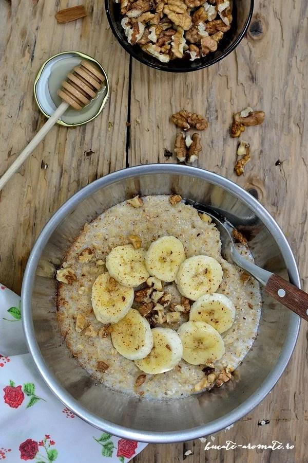 terci de ovaz (porridge) cu banane si nuci