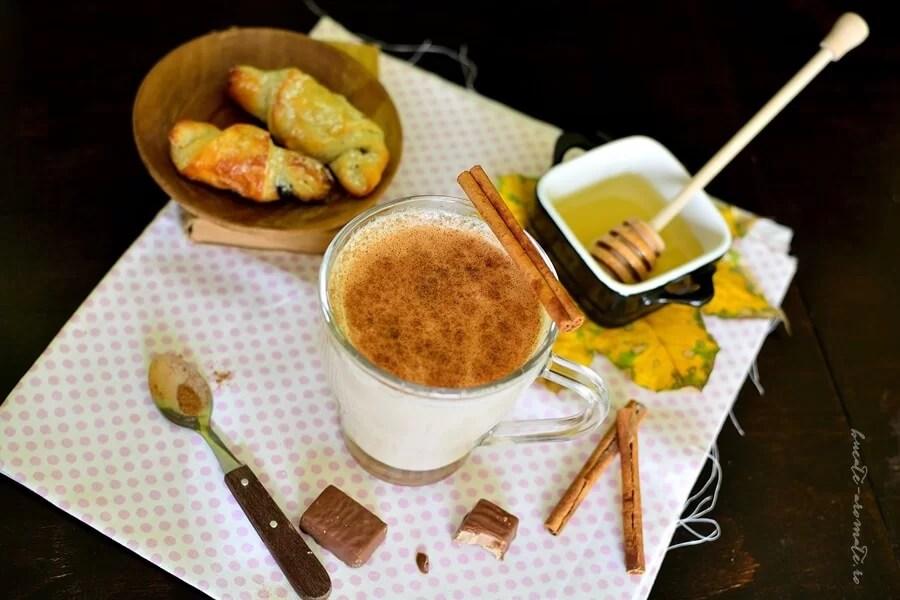 Lapte cu caramel, miere si scortisoara