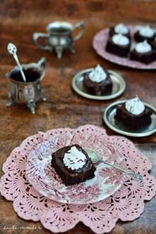 Prăjitură vegană cu ciocolată şi cremă de cocos