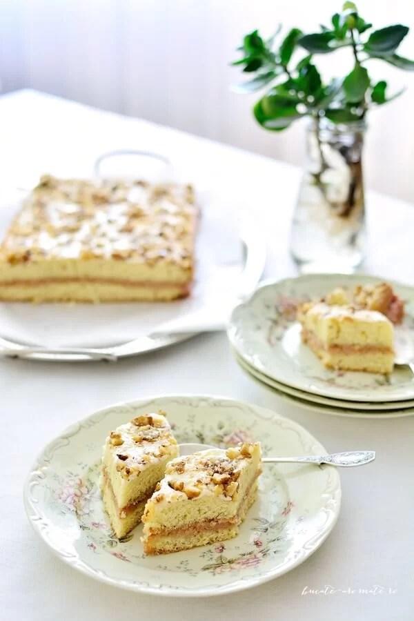 Prăjitură cu cremă de şerbet şi glazură de bezea cu nucă