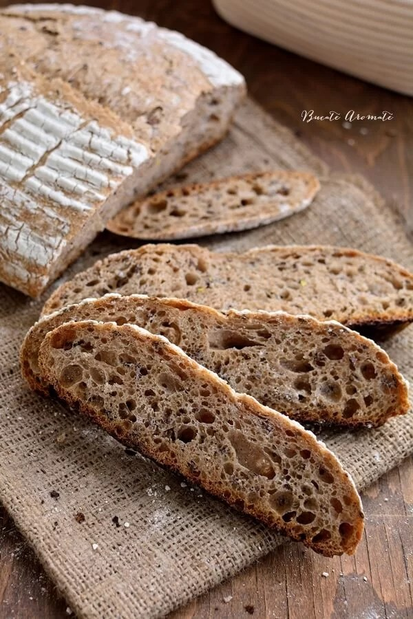 Pâine cu făină integrală și semințe de in (cu maia naturală)