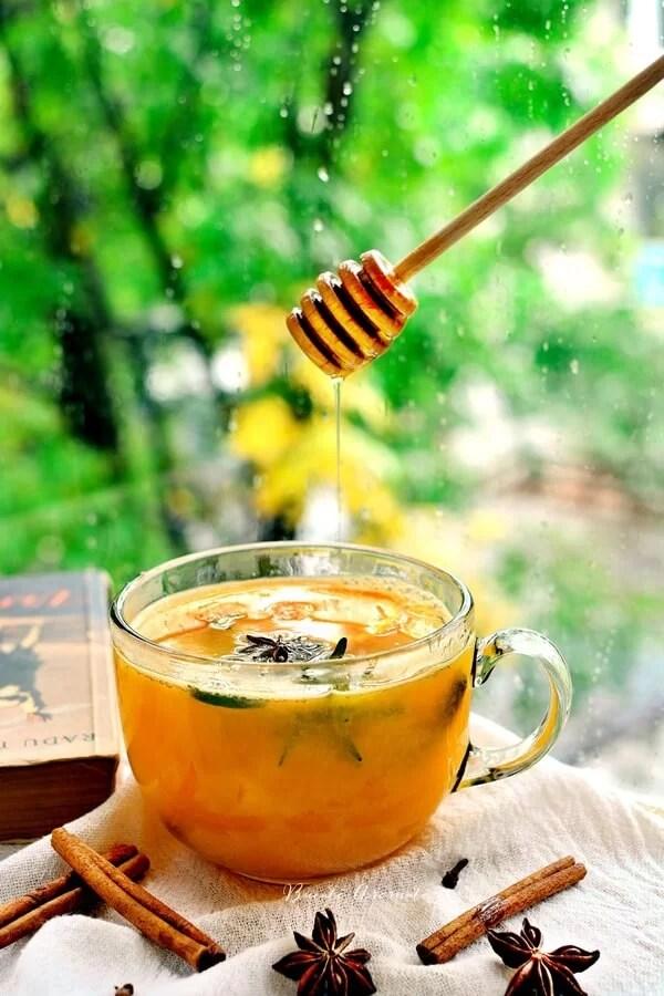 Suc cald de portocale cu scorţisoară şi rozmarin