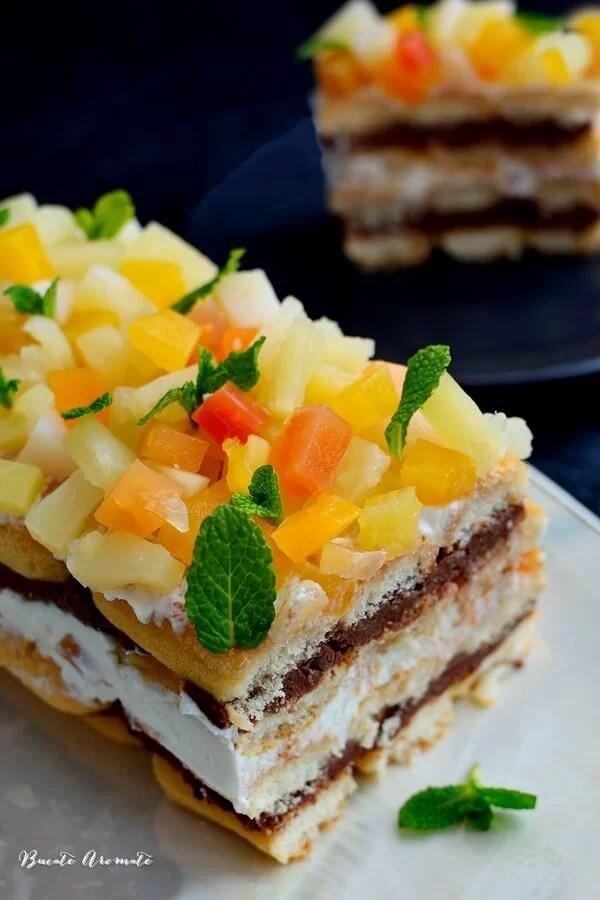 Prăjitură cu pişcoturi de şampanie şi fructe tropicale