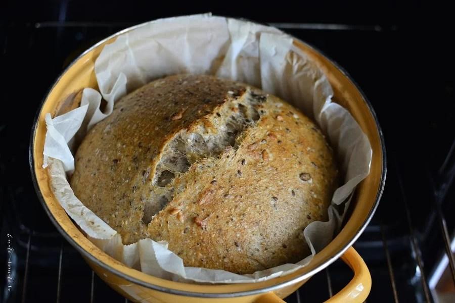 Pâine cu maia coaptă în oală