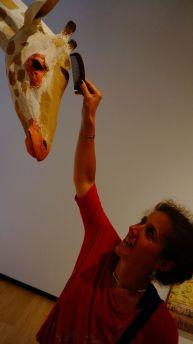 "Illustration de l'expression ""peigner la girafe"""