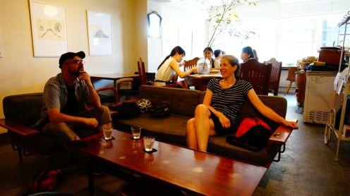 Après le repas (udon froids + bouillon porc ou radis râpé), un petit dessert pour David et des boissons fraiches pour Marie et moi
