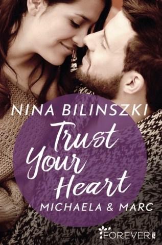 Das Cover des Liebesromans zeigt ein verliebtes Pärchen, kurz bevor sie sich küssen.