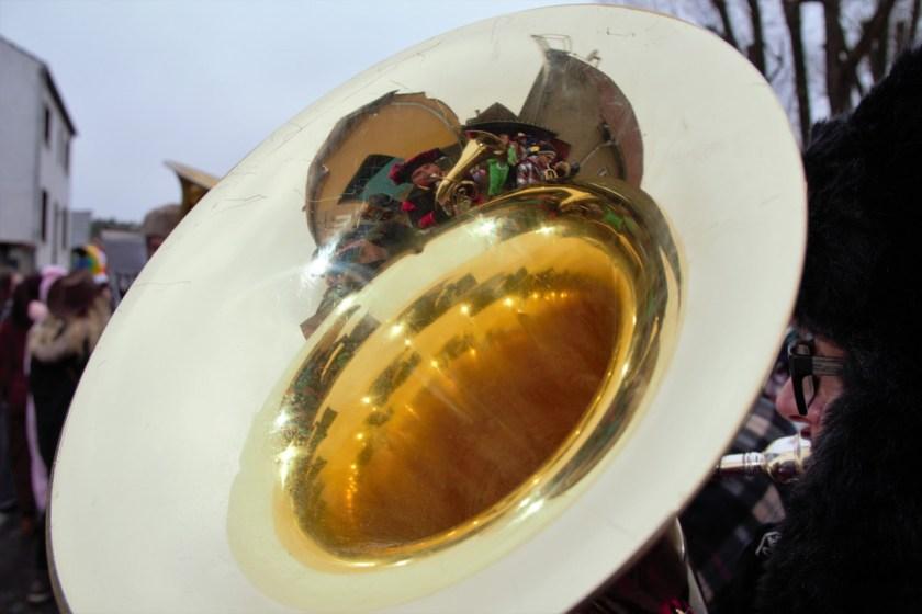 Zempern Tuba mit Spiegelung