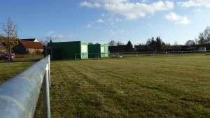 Sportplatz mit Edelstahl P1110211