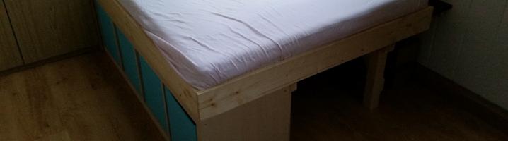 ikea hack so wird aus einem kallax regal ein bett. Black Bedroom Furniture Sets. Home Design Ideas
