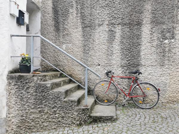 """""""Er kommt an mit seinem Rennrad…"""", Burghausen 2021"""