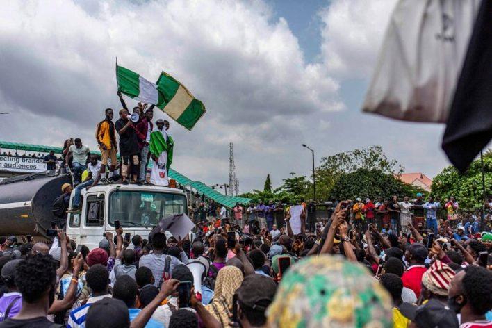 7898d6f1 nigeria sars