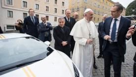 Resultado de imagen para papa francisco subasta auto