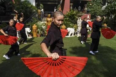 Las monjas pertenecen un monasterio de la montaña Amitabha de Nepal