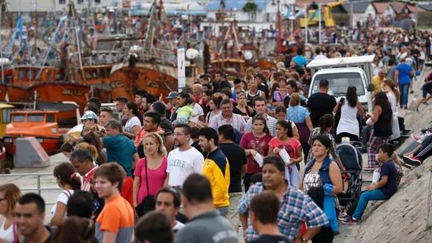 Una multitud paseó por el puerto de Mar del Plata