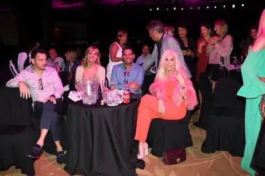 Acompañada por Teté Coustarot, Dany Mañas y otros amigos, Susana se divirtió mirando el espectáculo de la compañía Crazy Horse