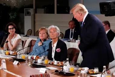 Trump llega al desayuno de trabajo