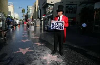 El embajador extraoficial de Hollywood, Greg Donovan, brinda su apoyo al presidente Donald Trump