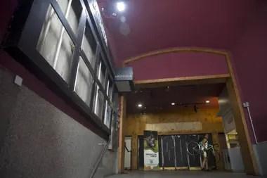 Lo que supo ser un hall de teatro y puerta de ingreso a un gimnasio