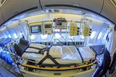 La aeronave médica cuenta con unidad de cuidados intensivos